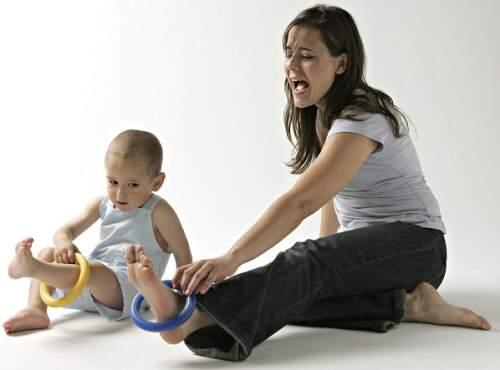 El bebés de 0 a 2 años.                       Los padres transmiten a los hijos todo lo que ellos son: la forma de pensar, sentir o actuar.                     Funcionan como modelos para los pequeños.